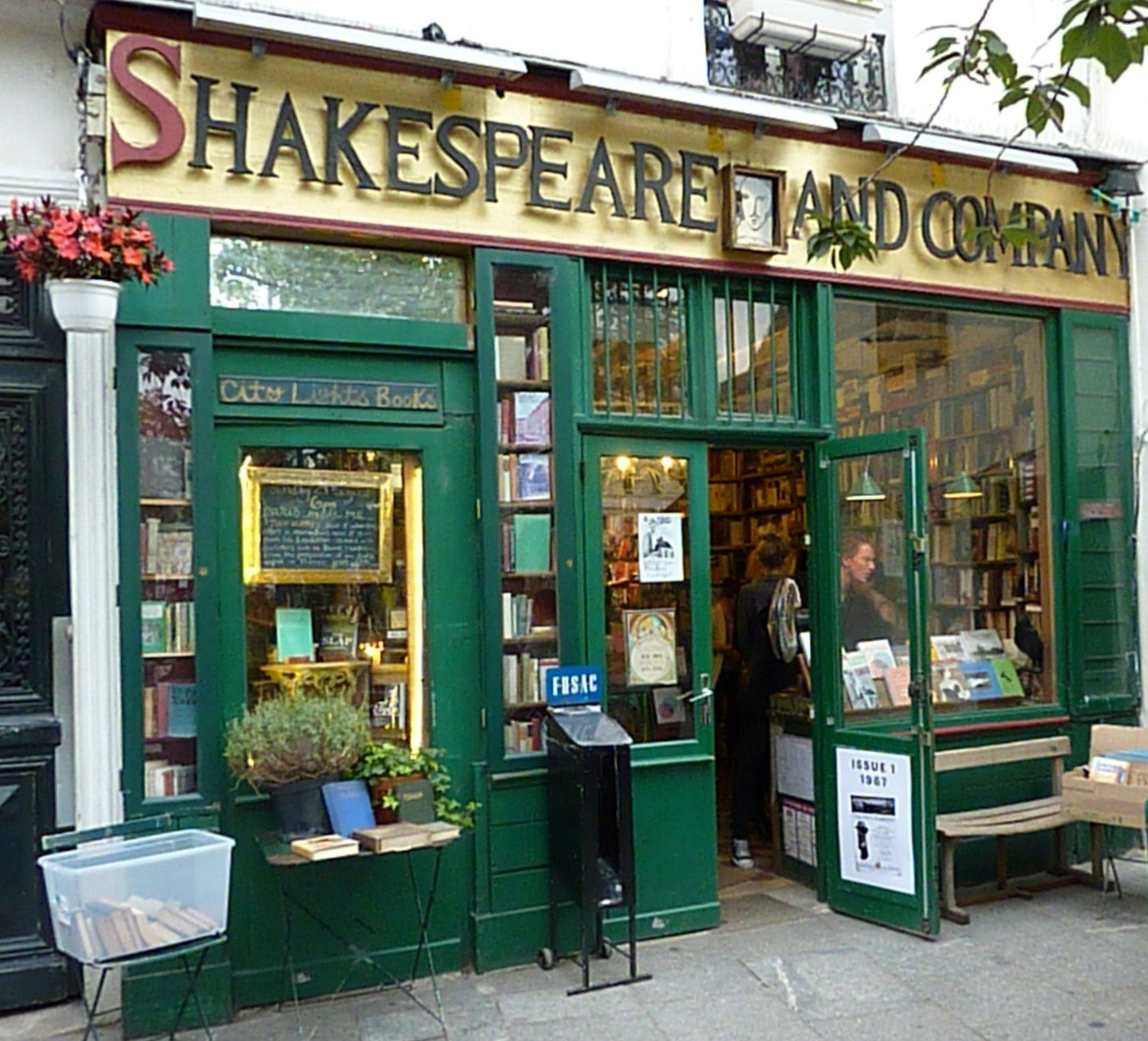 shakespeare and company the best library in paris sara elman. Black Bedroom Furniture Sets. Home Design Ideas